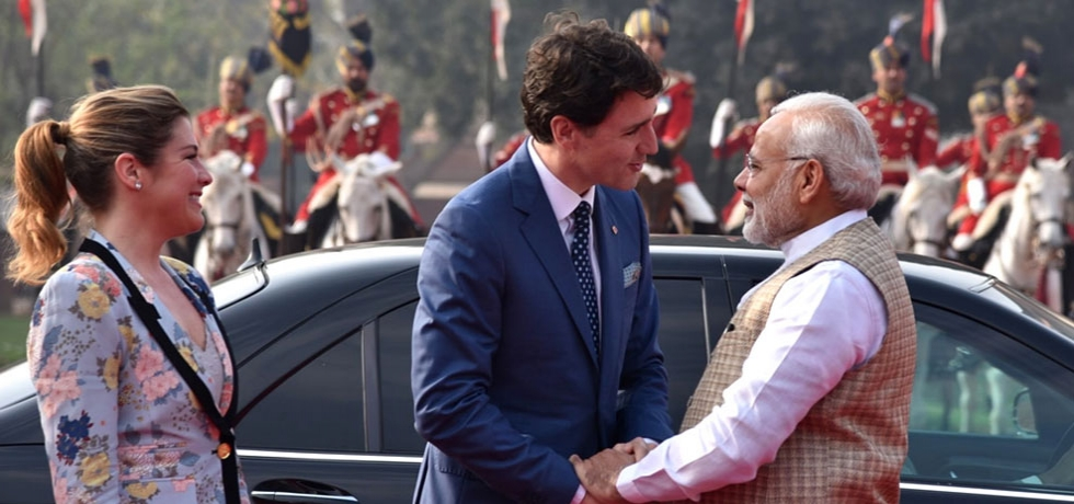 Prime Minister Mr. Justin Trudeau being welcomed by Prime Minister Mr.Narendra Modi at Rashtrapati Bhawan during his visit to India in February 2018.